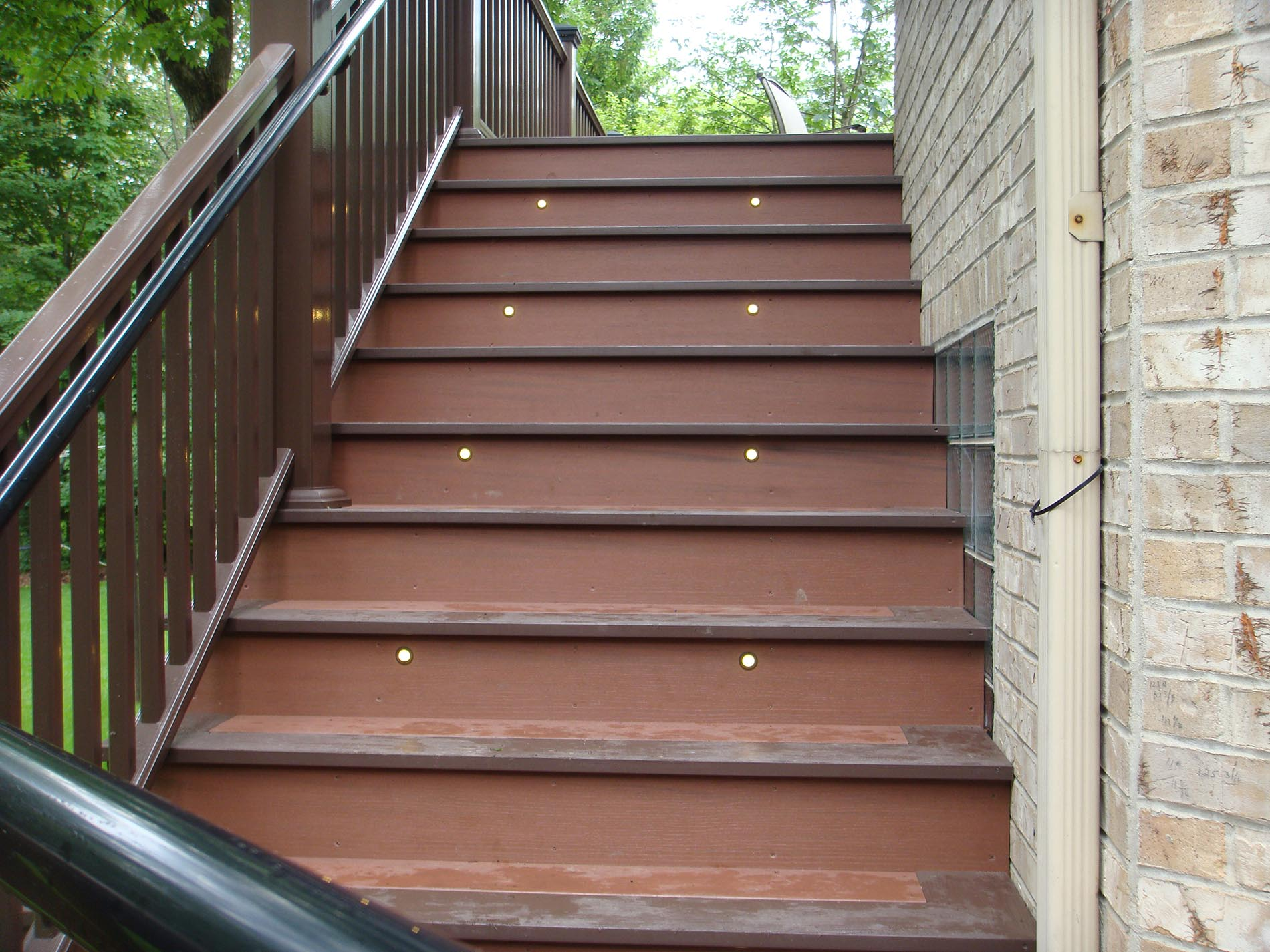 wood deck lighting